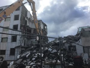 Bâtiment grande hauteur en cours de déconstruction